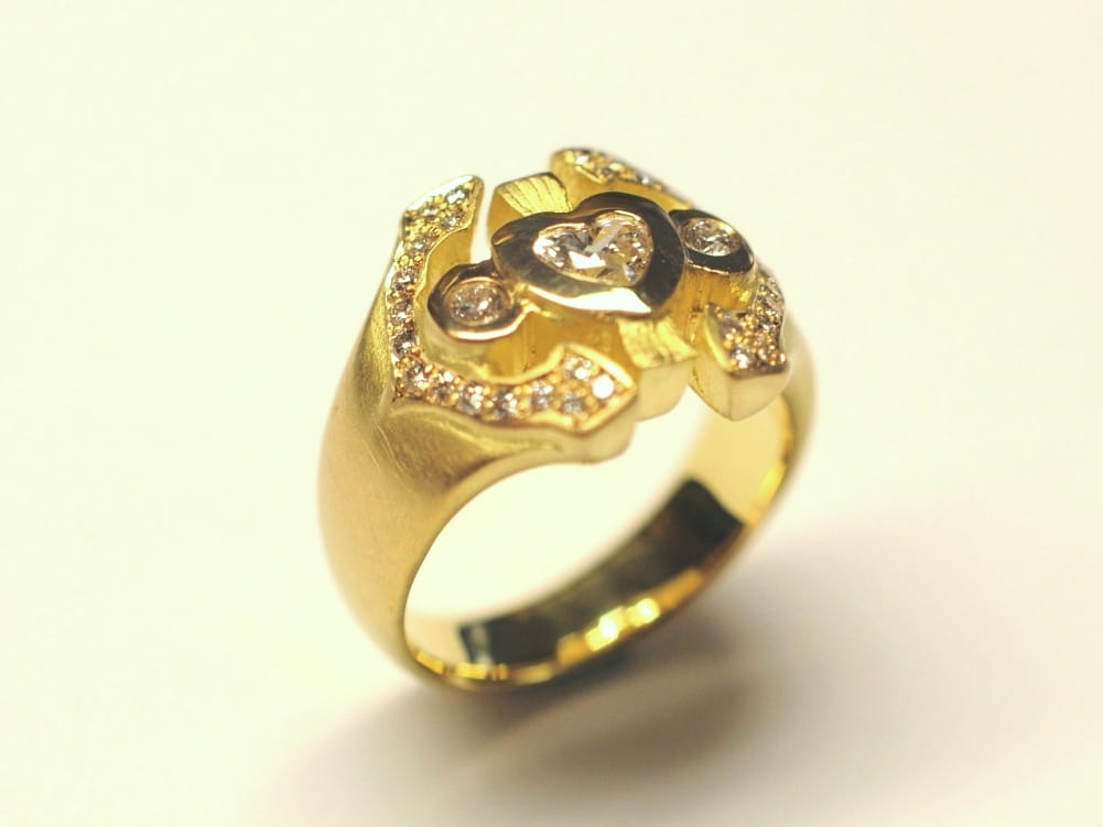 Goldring mit Brillanten